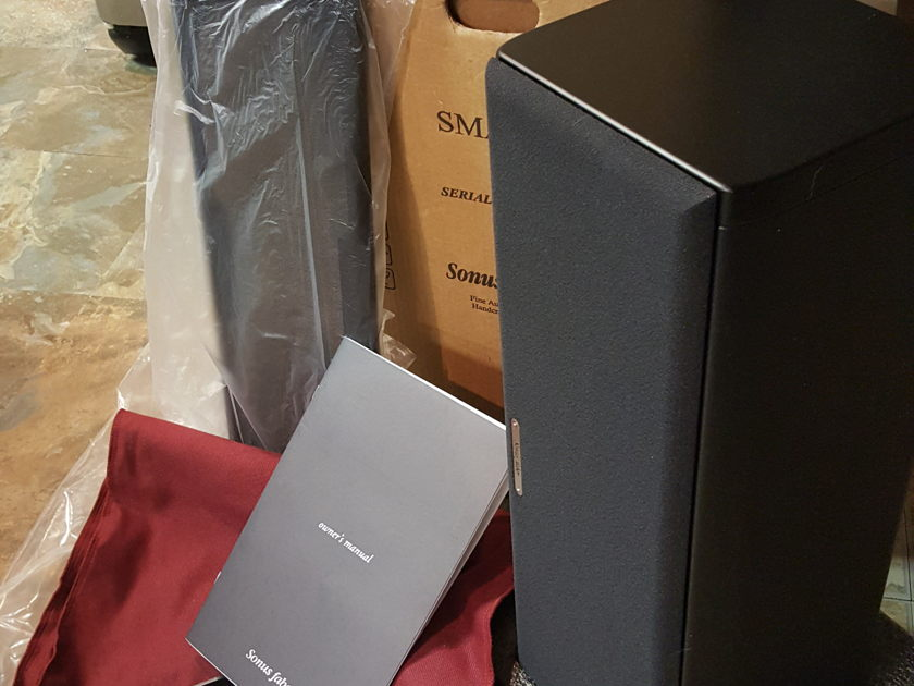 Sonus Faber Smart center Mint condition with original box, manual, mounting hardwares
