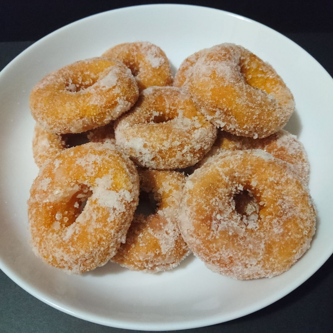 Date: 3 Nov 2019 (Sun) 6th Snacks: Sweet Potato Donuts (Kuih Keria) (Remake 1) [Score: 9.3]  In this remake, there was an improvement of 0.5, i.e. from 8.8 to 9.3. The sugar coating is finer (than previously made), but not fine enough!