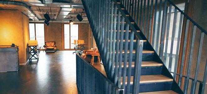 BeautySpace Einrichtung Stahltreppe