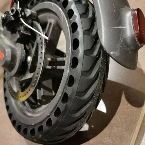 trottinette-electrique-pneu-plein-anti-crevaison