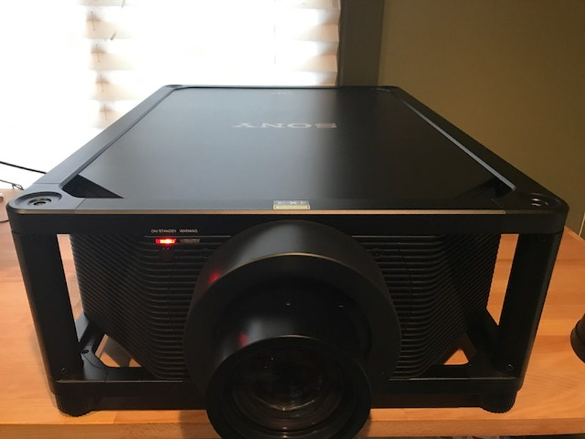 Sony VPL-VW5000ES 4K HDR SXRD Laser Projector ‑ 5000 lumens