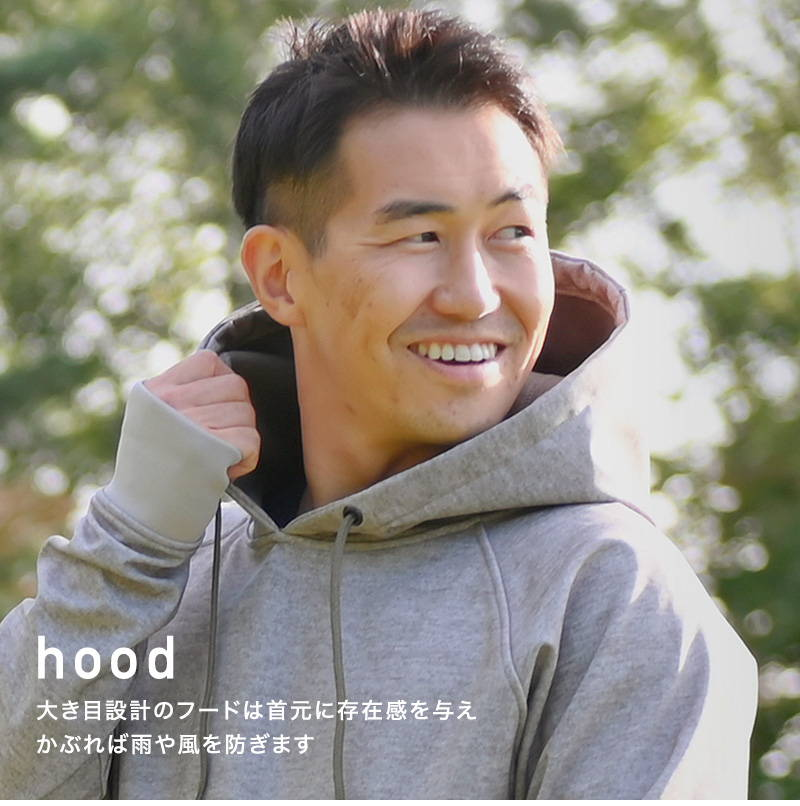 hood 大き目設計のフードは首元に存在感を与え かぶれば雨や風を防ぎます