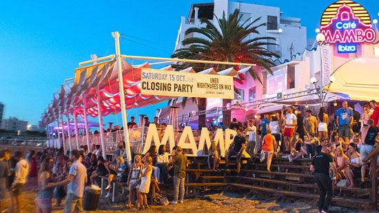 Cafe Mambo Ibiza beach club para ver atardecer en San Antonio