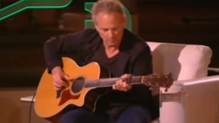 Fleetwood Mac's lead guitarist Lindsey Buckingham stuns the audience when he's handed this acoustic guitar.... true talent!