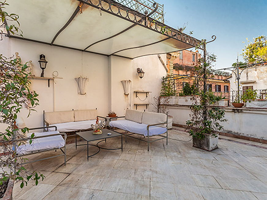 Birkirkara - This exclusive detached house is located between the Pantheon and Piazza Navona. It offers four bedrooms and six bathrooms over a living area of approximately 210 square meters. The property is available for 3,5 million euros.