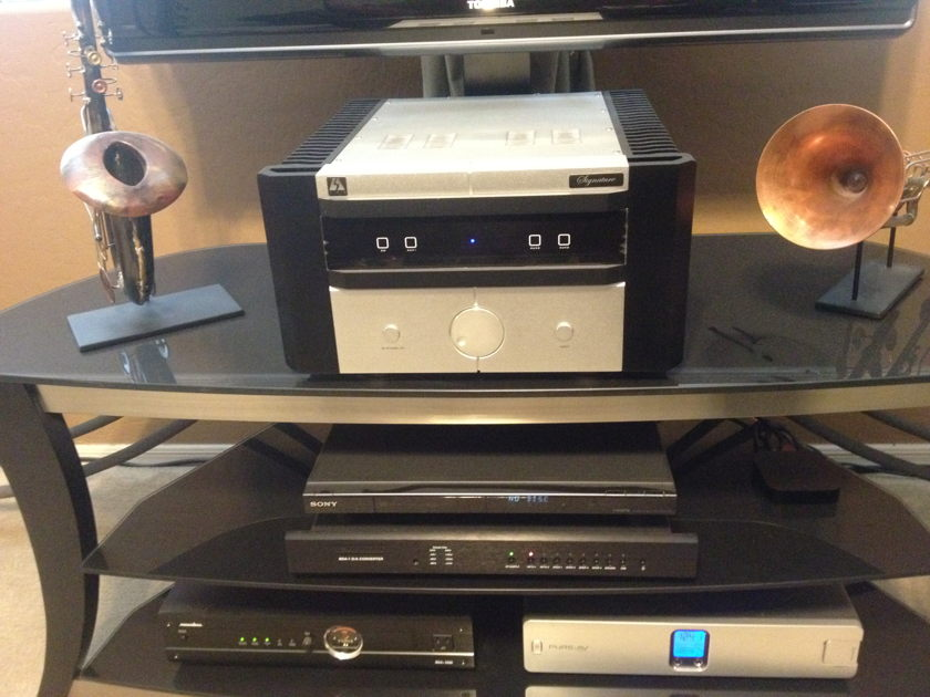 LSA  Signature Integrated Amp with Tube Preamp
