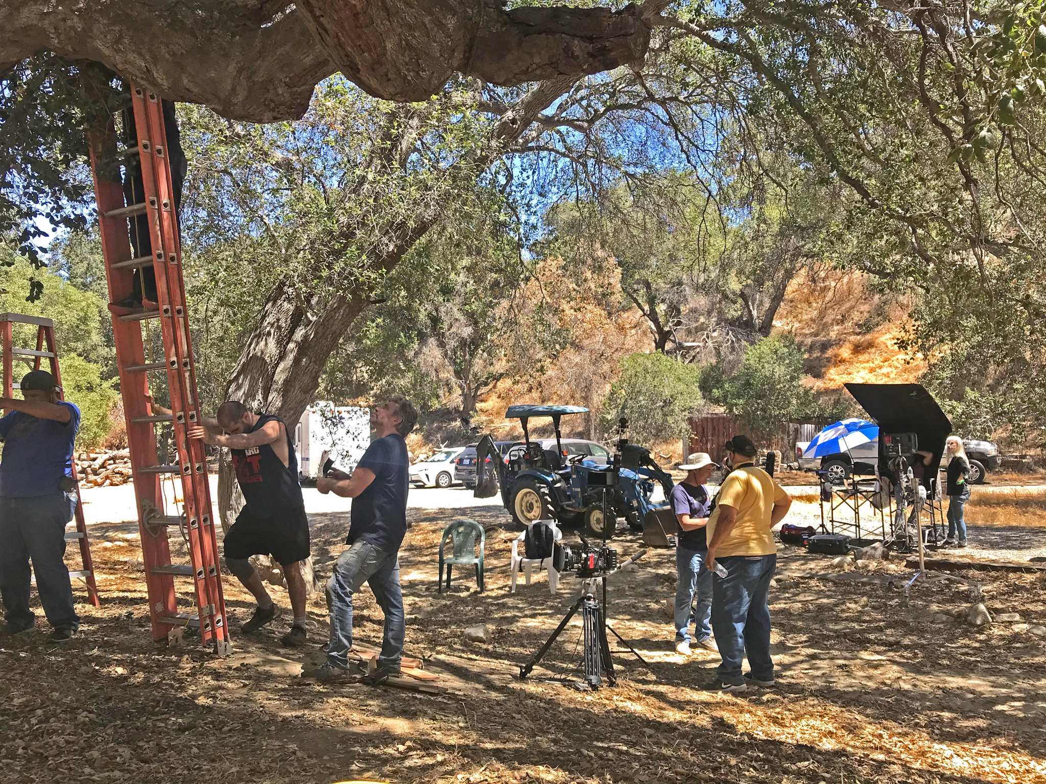 Setting up the treehouse set.