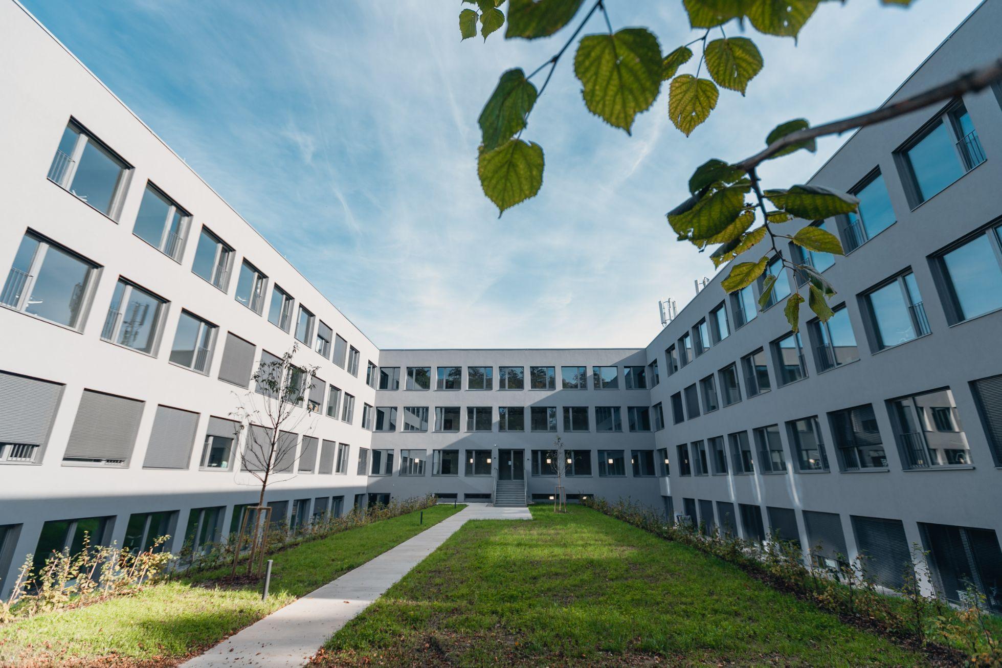 Außen Hof Herbersteinstraße 4