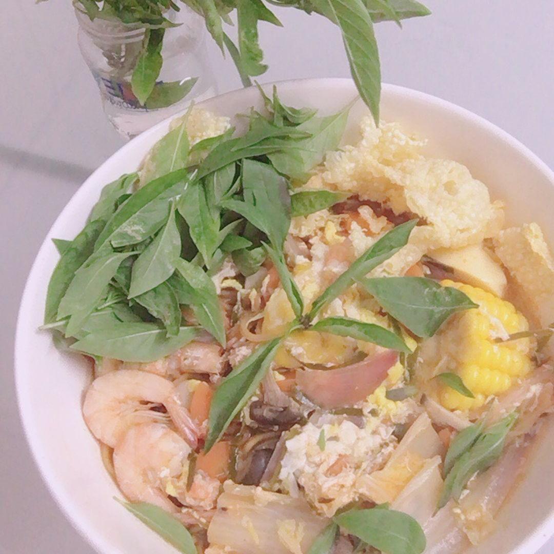 Couldn't go Thailand, so make tomyum at home. 😆🤣