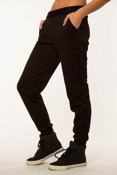 Женские брюки из чёрного фактурного трикотажа