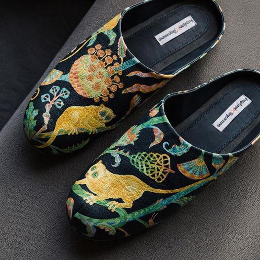 Кожаные мужские тапочки по мотивам творчества К.Овчинникова. Сделаны вручную.