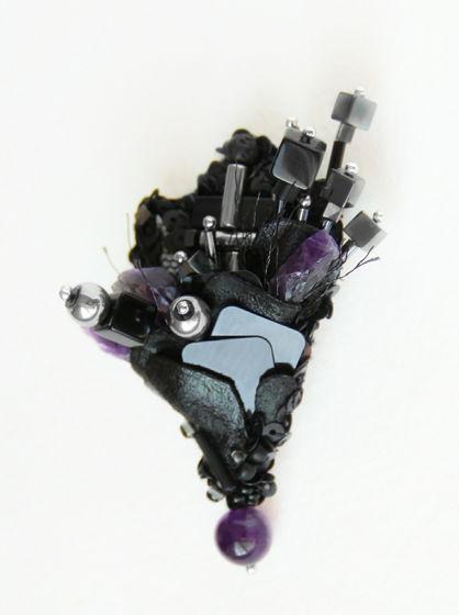 Футуристичная брошь Космический цветок из аметиста и кожи