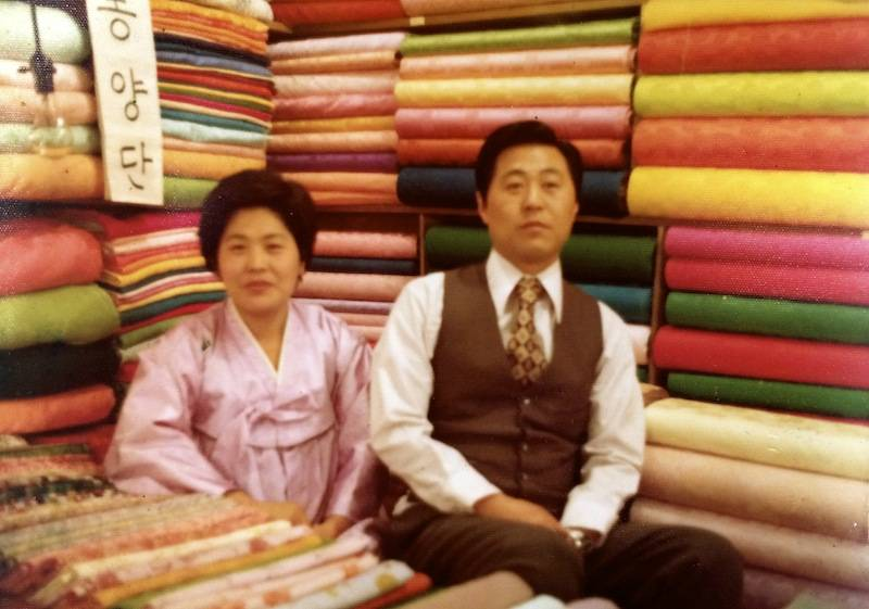 FAMILY BUSINESS IN LOS ANGELES SELLING HANBOKS SINCE 1993.