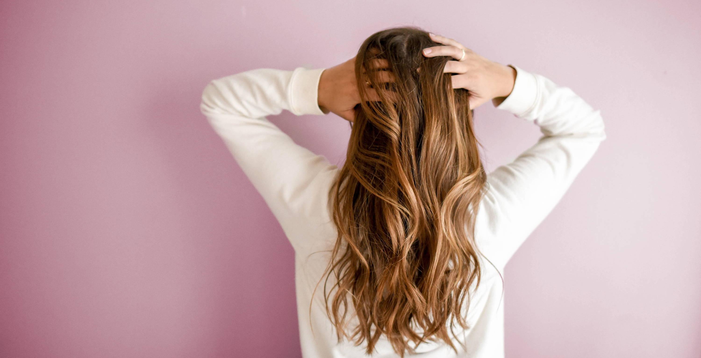 Dünnes Haar bei Frauen: was hilft wirklich?