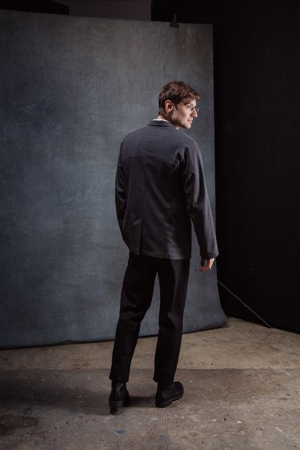 Пиджак серый свободного кроя из тонкой шерсти