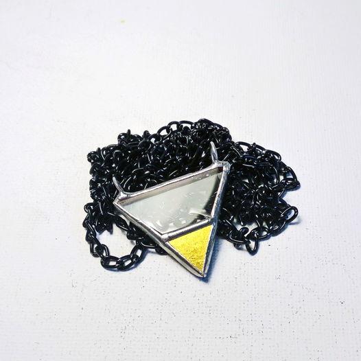 Треугольник: золото и прозрачная трапеция