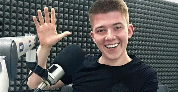 «Перед эфиром – всегда кружка кофе». Радиоведущий рассказал о своей работе - Новости радио OnAir.ru