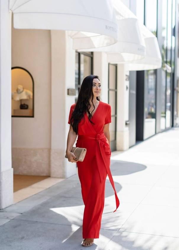 sac à main avec tenue rouge