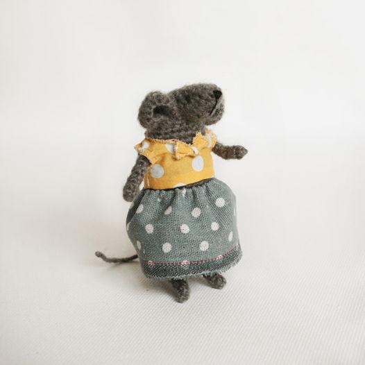 Мышка модница в одежде в горошек