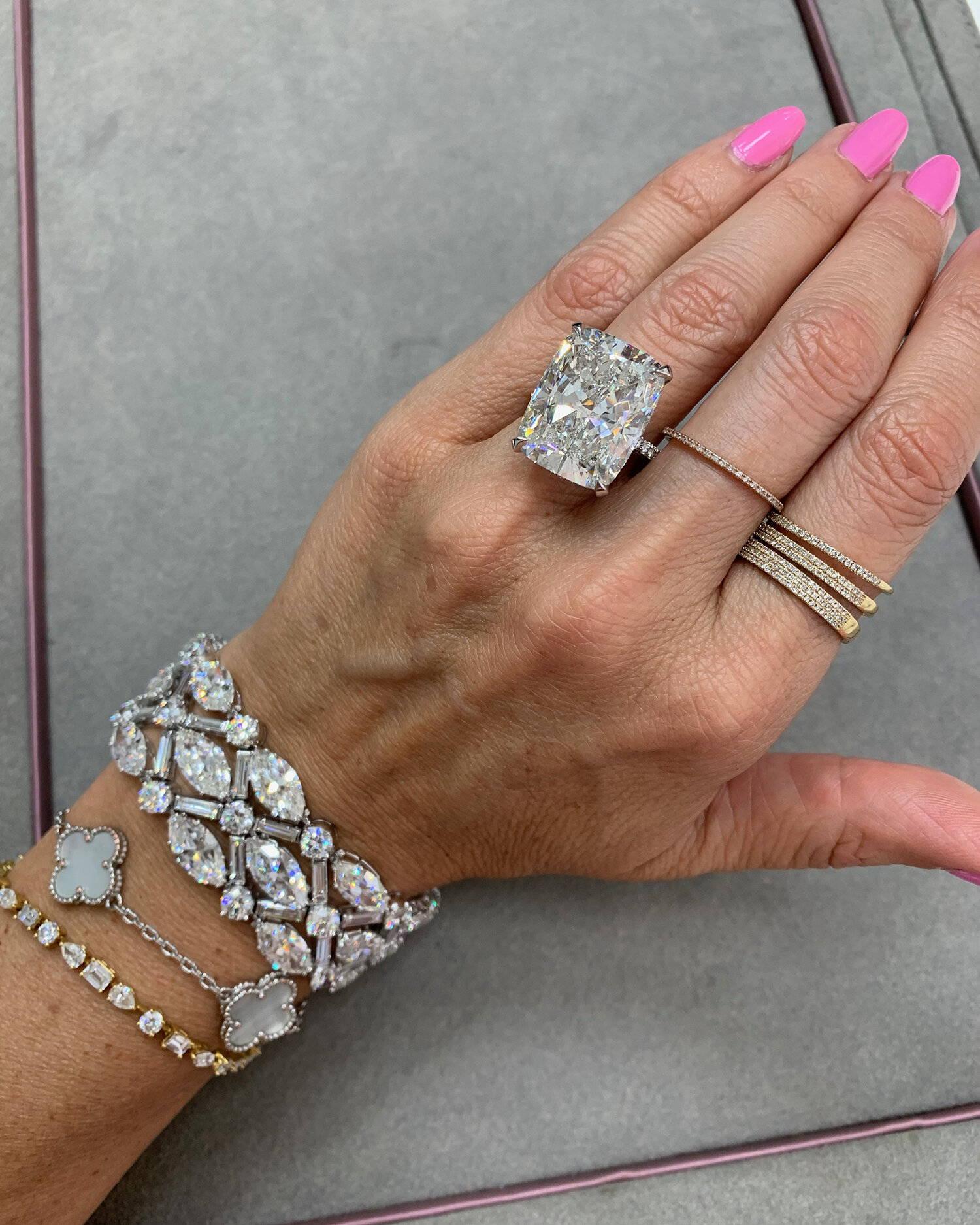 Miss Diamond Ring 10 Carat Radiant Diamond Engagement Ring