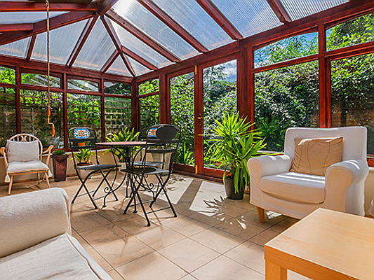 Vilamoura / Algarve - What are conservatory ideas to make the most out of your indoor–outdoor space in winter? Find out more!