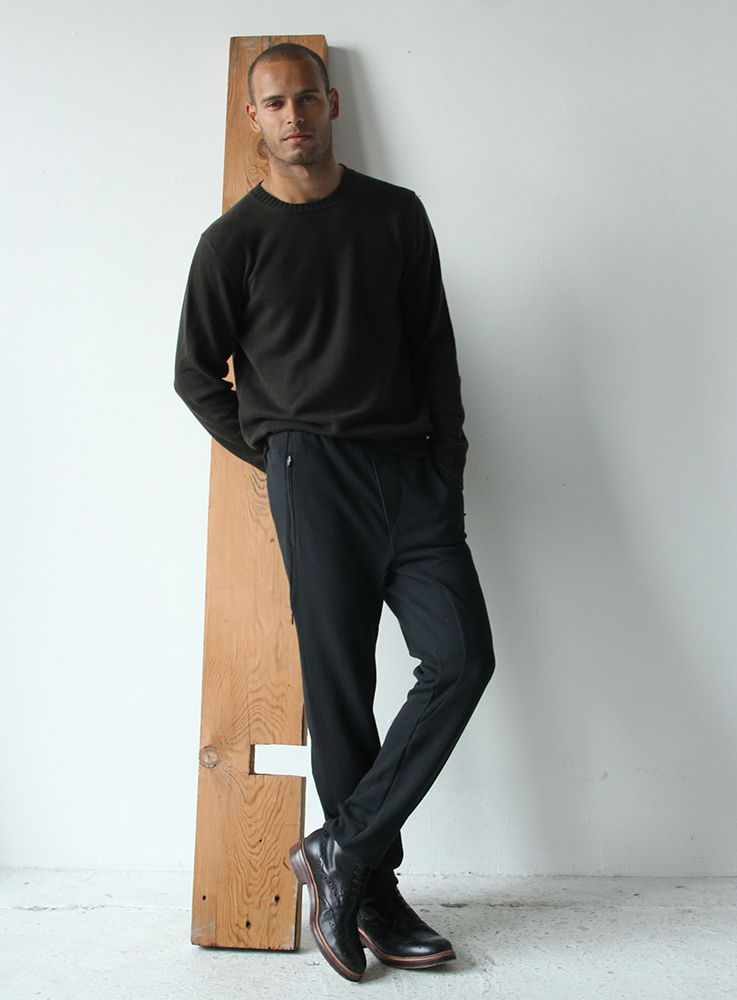 NOMAD – A CUTTING-EDGE KNIT PANT BLACK