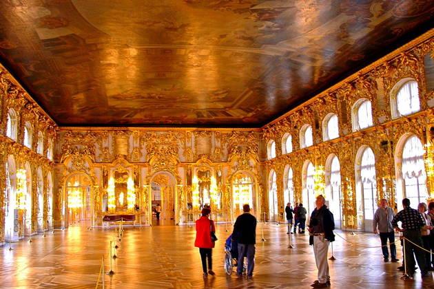 Пушкин (Царское село) с посещением Екатерининского дворца, янтарной комнаты