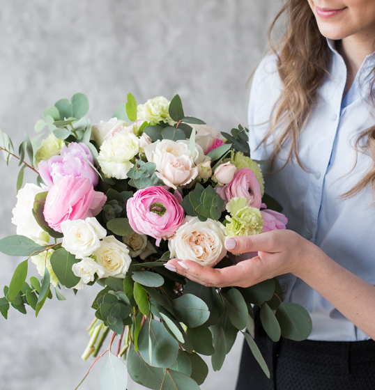 The Straight, Lonehill - A colourful bouquet of flowers from the home garden conjures up joie de vivre in the four walls of the home. We show you how to tie your own bouquet!