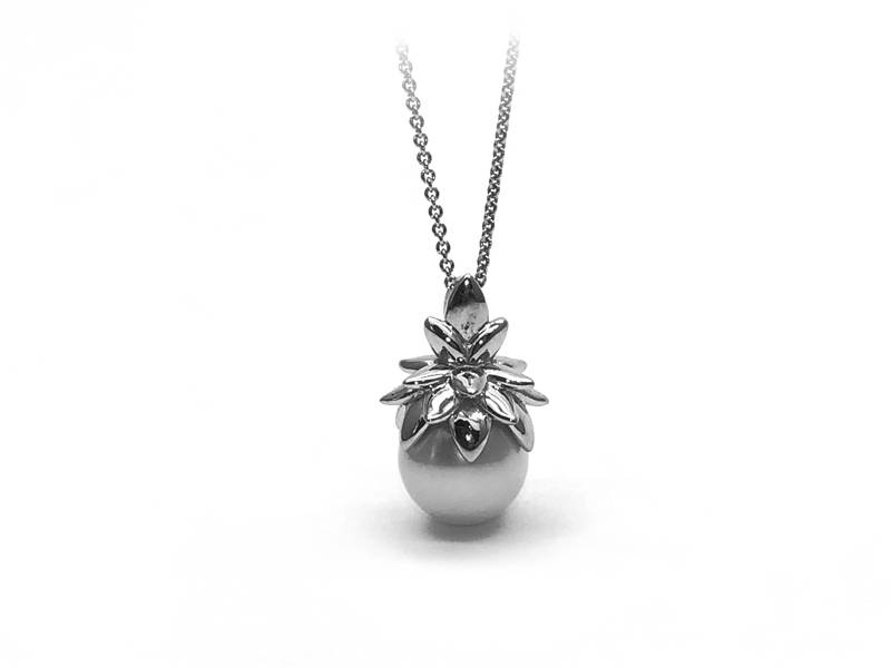 pendant pineapple with pearl