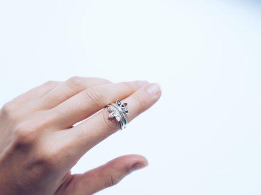 Кольцо из серебра трехлистник