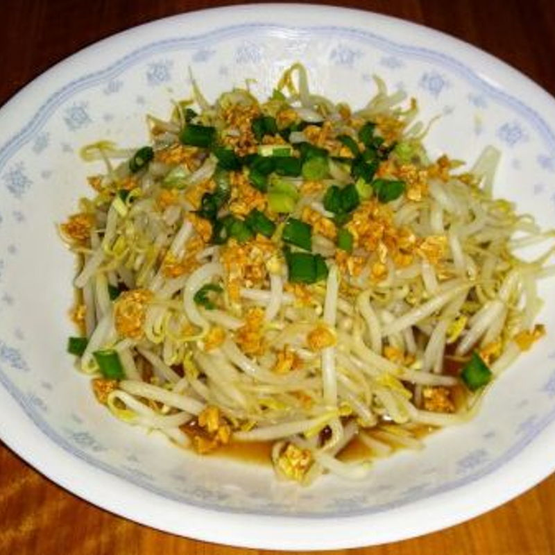 Served this crunchy and fresh beansprout dish together with my homemade chicken rice meal.
