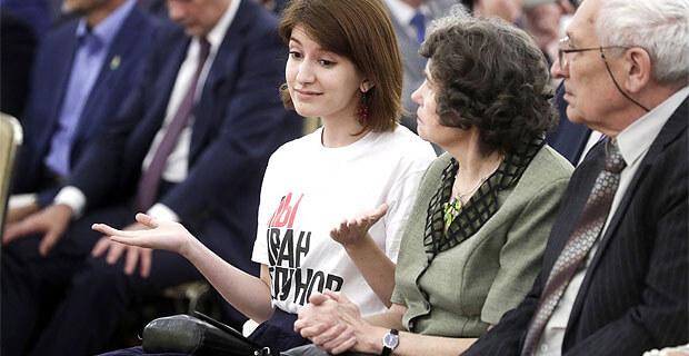 Журналистка Анна Луганская объяснила, зачем пришла на прием в Кремль в футболке «Я/мы Иван Голунов»