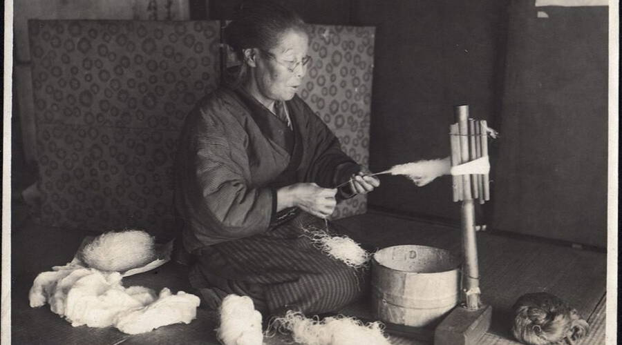 woman spinning cotton in her home in 1914 in japan