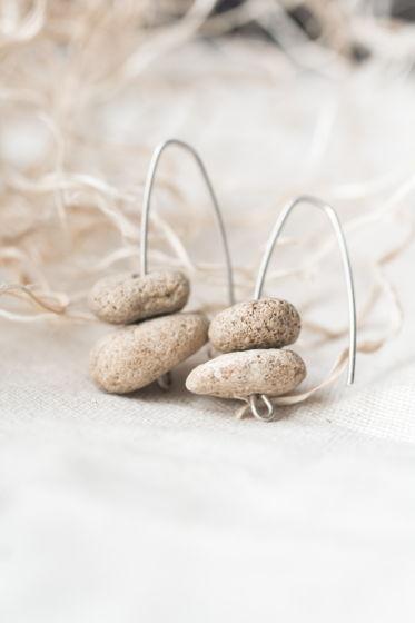 серьги- камушки на серебряной основе