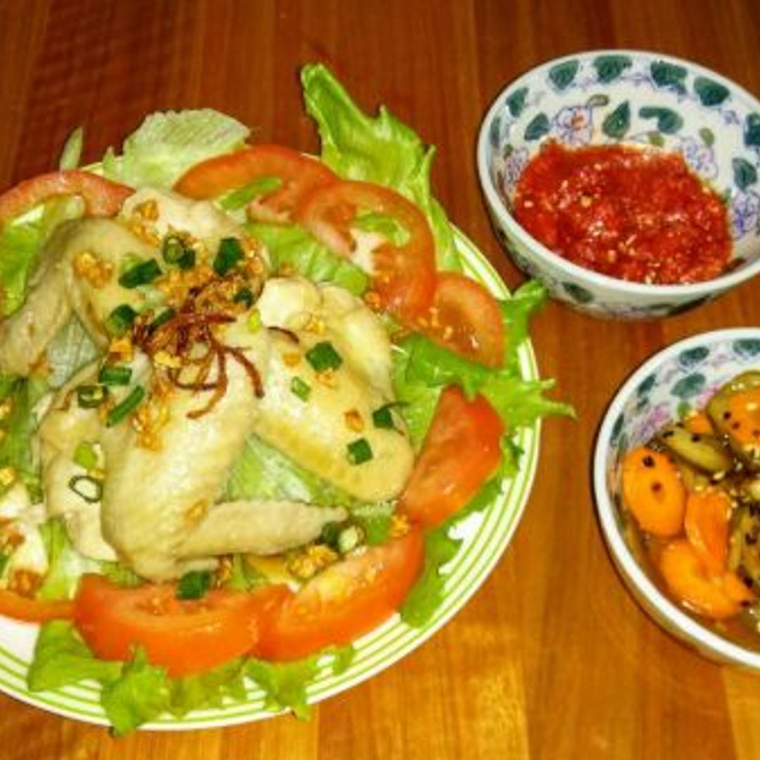 My homecooked chicken rice with homemade cucumber/carrot/onion salad and homemade chilli sauce.