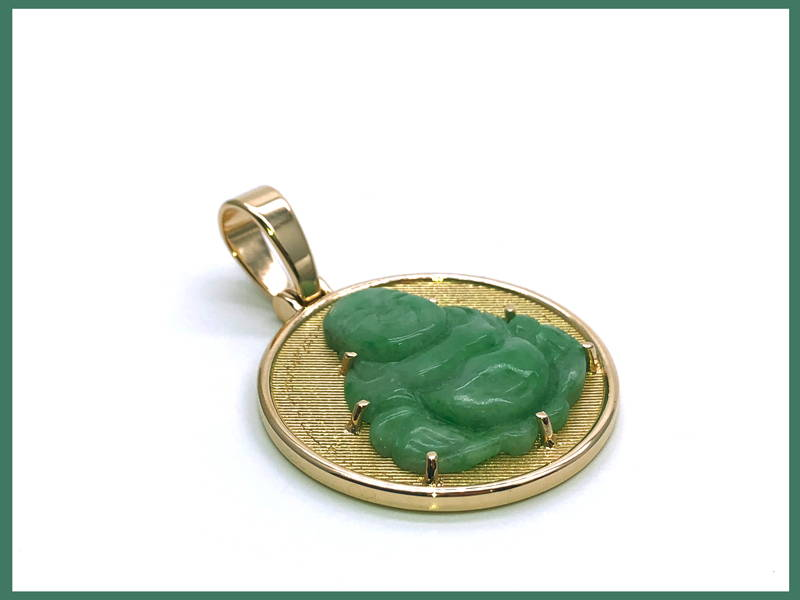 Medallion on yellow gold with Buddha in jade