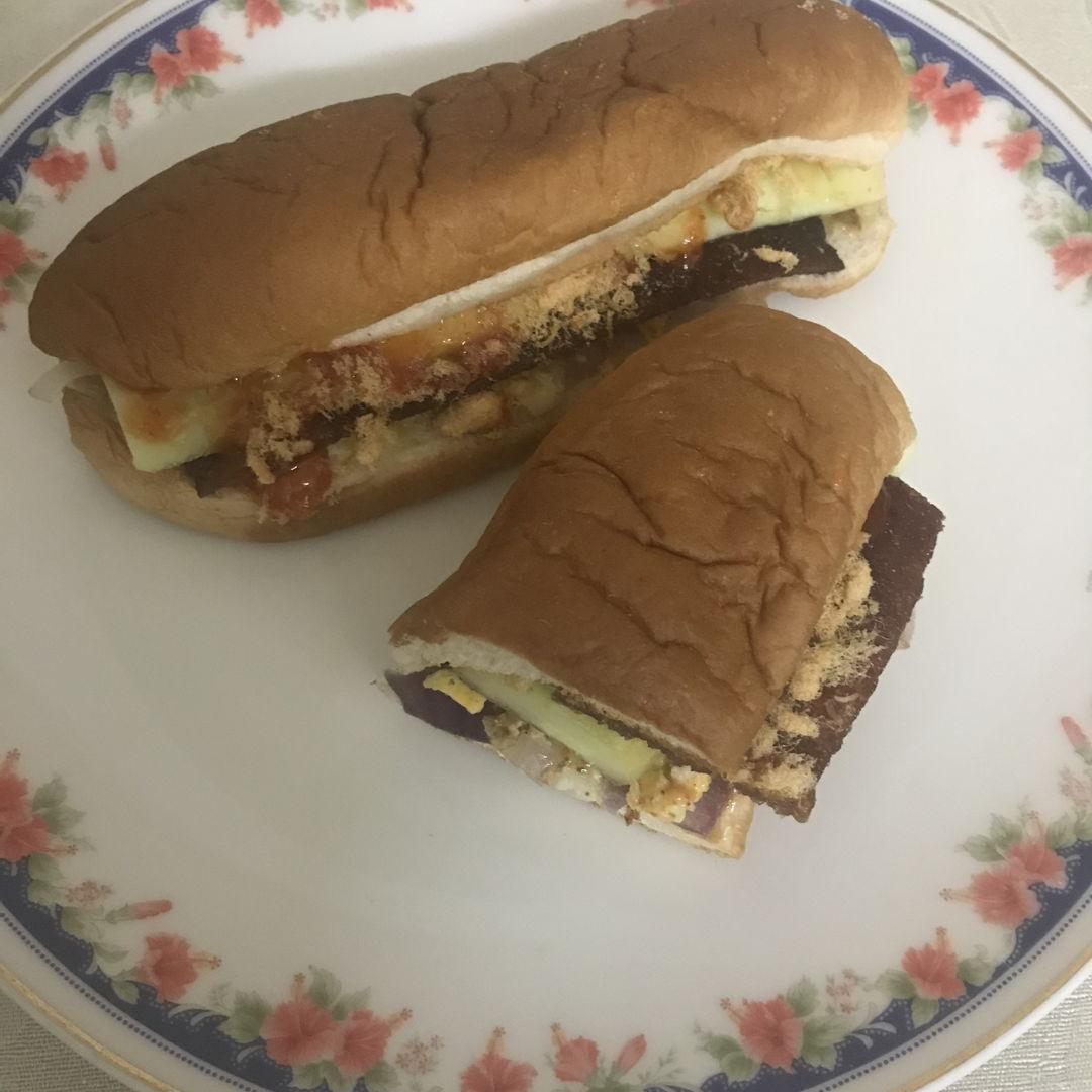 Bak kwa, egg and chicken floss sandwich for dinner 🍽 🤗