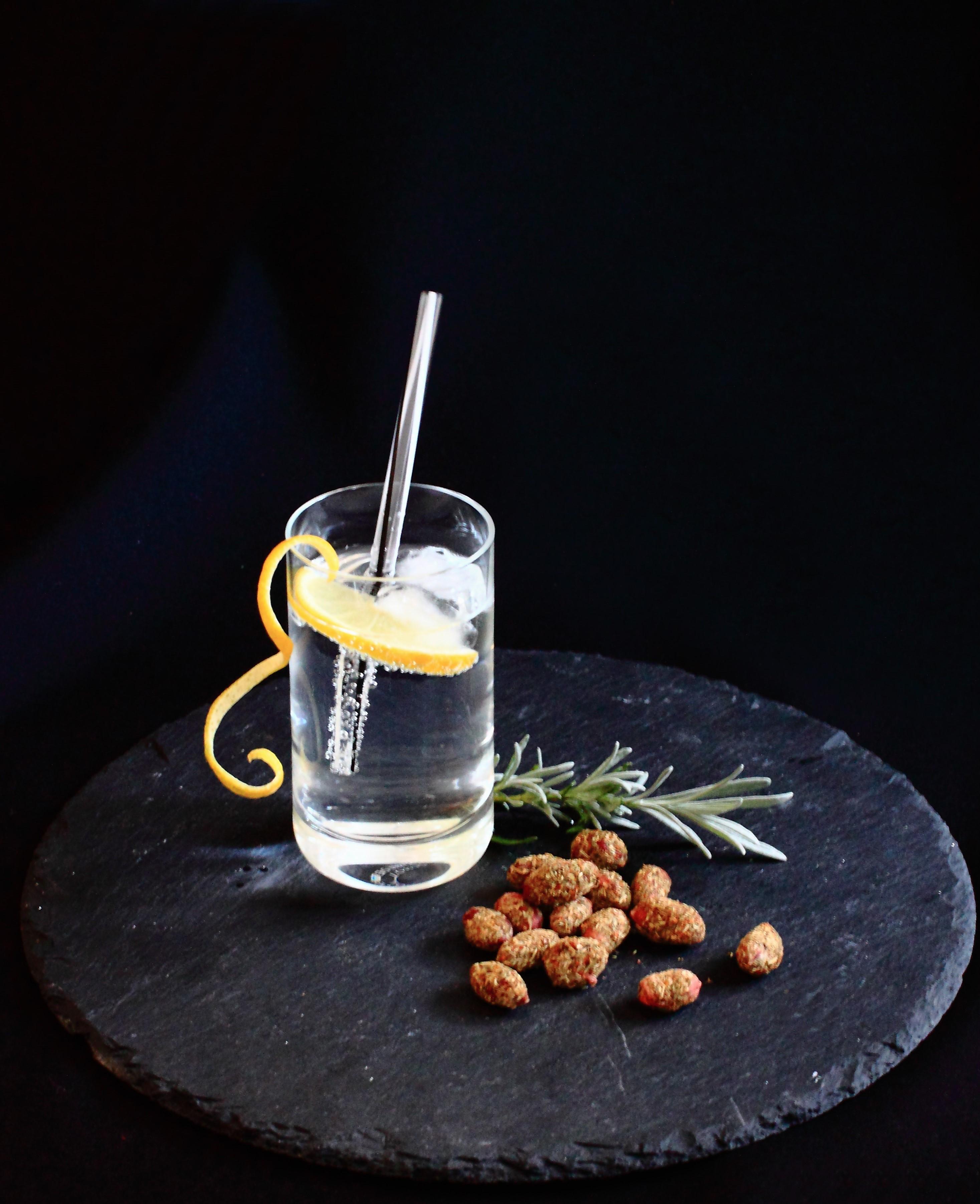 Gewürznüsse Rezept Rossis Kräutergarten Erdnuss mit Gin-Tonic