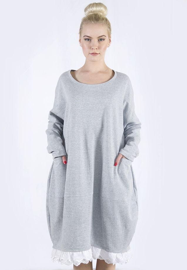 Платье-худи с кружевом.