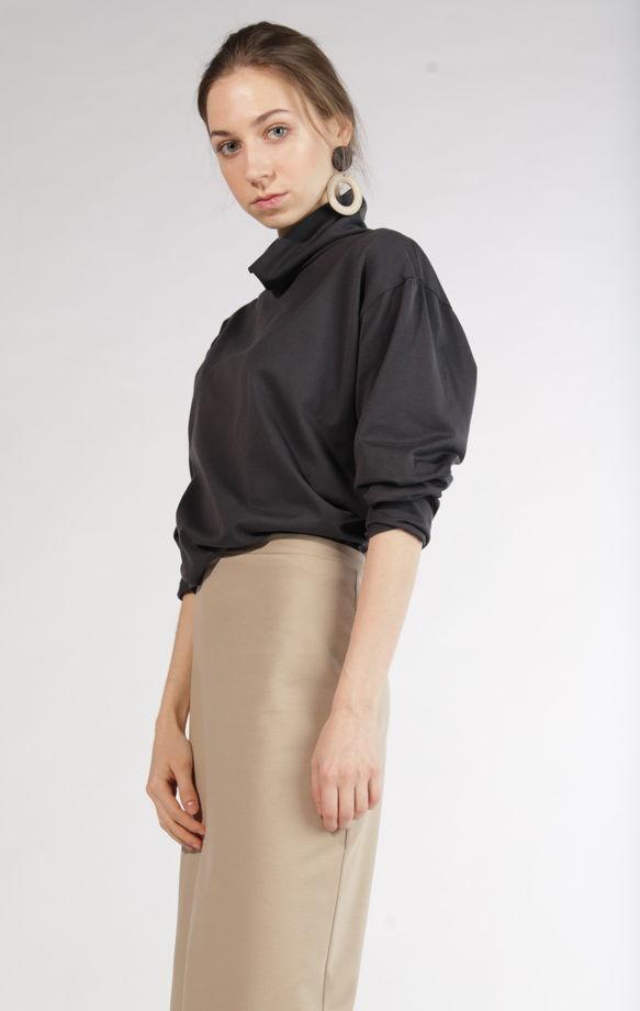 Базовая юбка из трикотажа с контрастной обработкой низа
