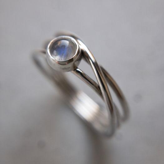 Серебряное кольцо с лунным камнем, размер на заказ