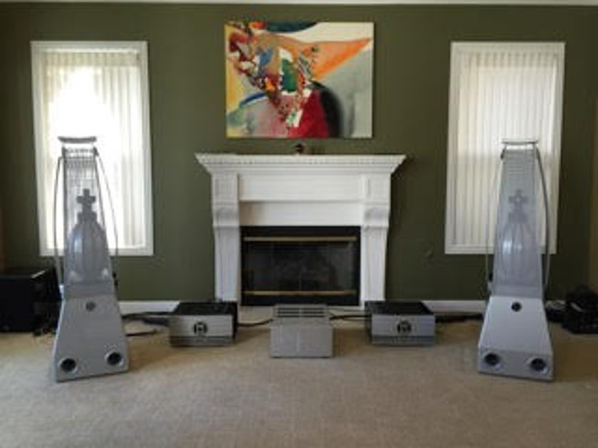 MBL 9007 Pair of Bridgeable Amplifers Finished In Arctic Silver