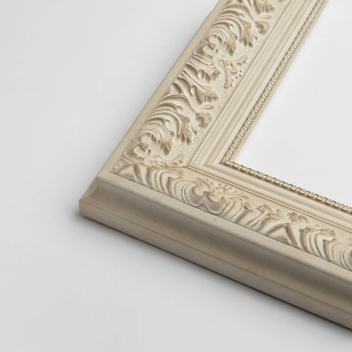 TV-Mirror Federation White Frame by FRAMING TO A T