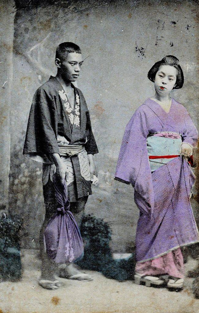 geisha and her servent in 1900