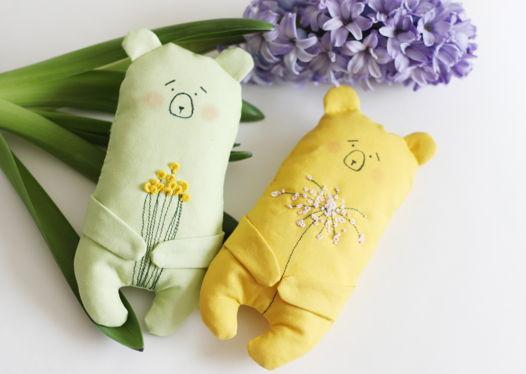 """Мягкая игрушка """"Мишка с цветами"""" (в ассортименте)"""