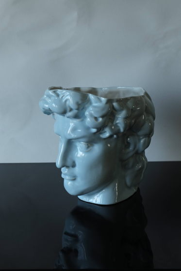 Фигурное кашпо Давид | Глянцевый голубой