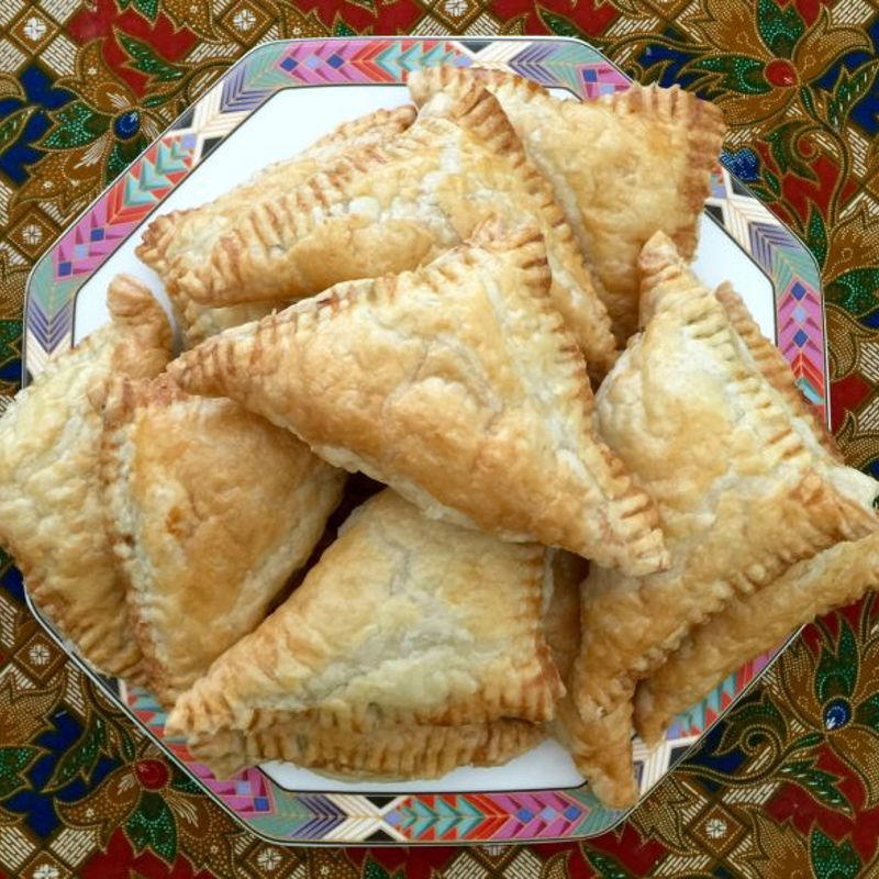 Curry puffs made with pastry .....!!