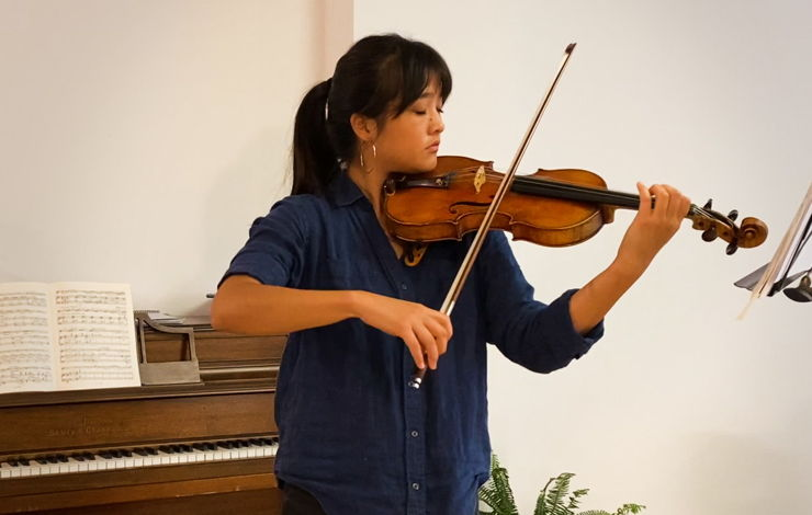 LA Phil Resident Fellow Gabriela Peña-Kim playing in her home