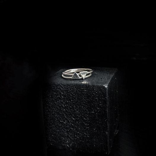 Кольца из серебра Треугольники
