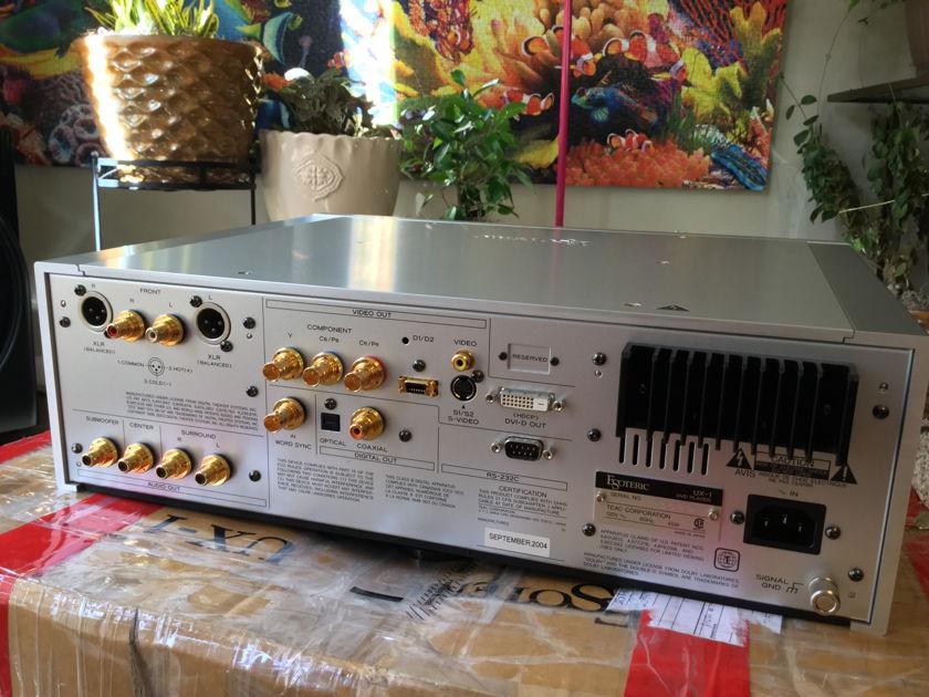 ESOTERIC UX-1 REFERENCE AUDIOPHILE UNIVERSAL/CD/SACD/DVD-AUDIO PLAYER